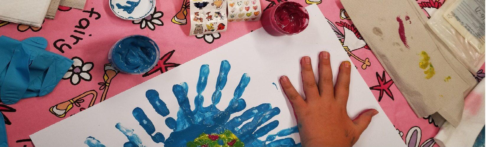 Familienzentrum Fennpfuhl Kinder Hände malen